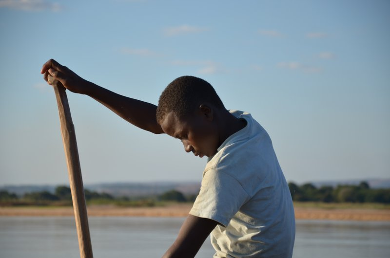Young paddler, Tsiribihina