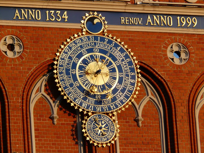 Astronomical clock, House of the Blackheads