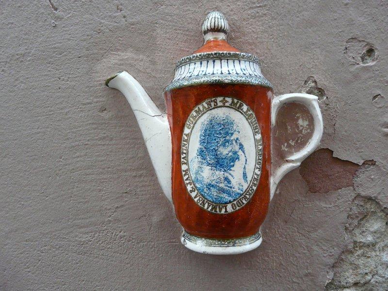 Teacup in Wall, Vilnius