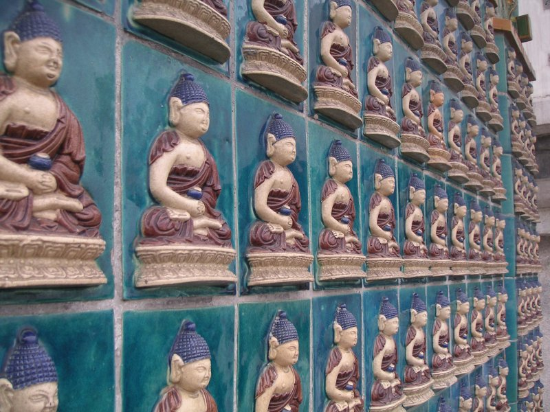 Buddhas at the White Dagoba