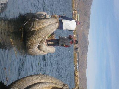 Uros_reed_boats.jpg