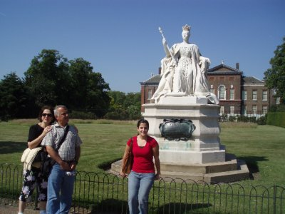 Victoria&#39;s statue