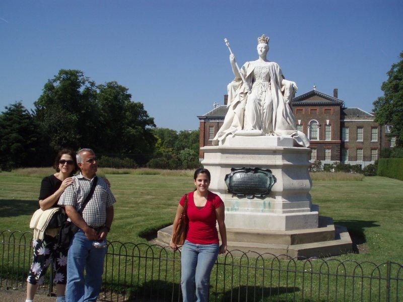 Victoria's statue