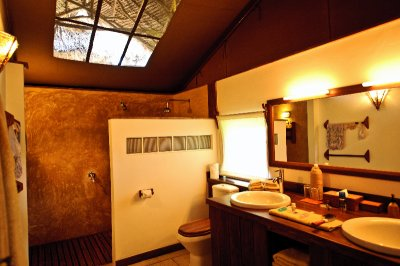 "Fundu Lagoon Bathroom With Cool ""Skylight"""