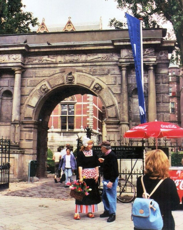 Rijksmuseum, Dutch lady at entrance Amsterdam