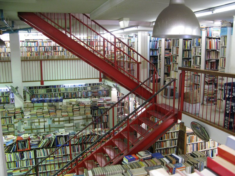La tienda de libros de segunda mano mas grande que he visto en mi vida !! Newtown, Sydney.