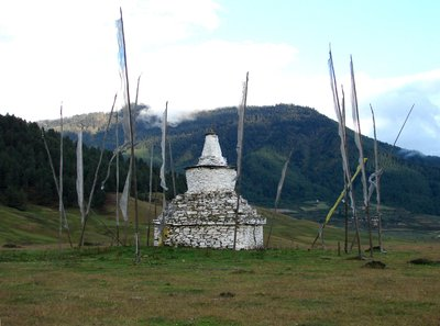 Chorten at the top of Pobjilkha Valley