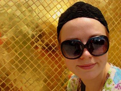 julia in gold