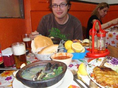 Heel veel lekker eten voor weinig geld in de Mercado Central, Valparaíso