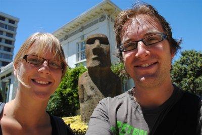 We zijn trouwens ook even naar het nabijgelegen Viña del Mar geweest, en daar hadden ze een heuse <em>moai</em> staan: zo´n beeld van paaseiland
