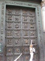 piazza_duomo_door.jpg