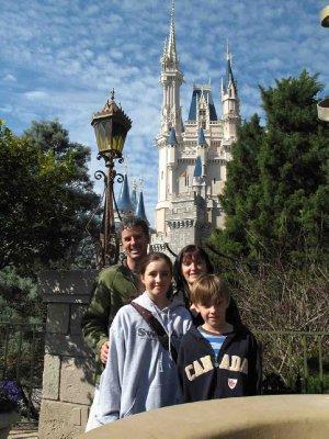 Disney_Fam.._Castle.jpg