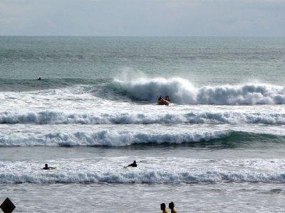 Piha-waves..ing-IRB.jpg