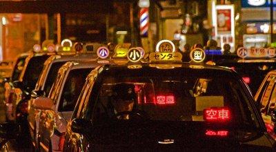 Hiroshima_taxis_11-17-09_39