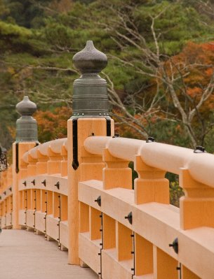 Mie_Ise_shrine_bridge_11-23