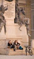 Sburg_girls&statue_09 07 09_3160_edited-2