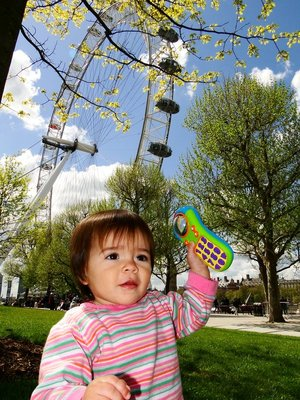 Ylla playing by the London Eye