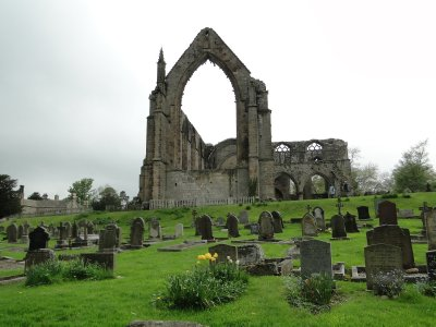 Cemetery and Ruins in Bolton Abbey