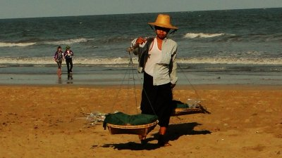 A local merchant in Chaung Tha Beach