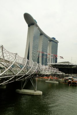 Helix bridge and Sand&#39;s Building