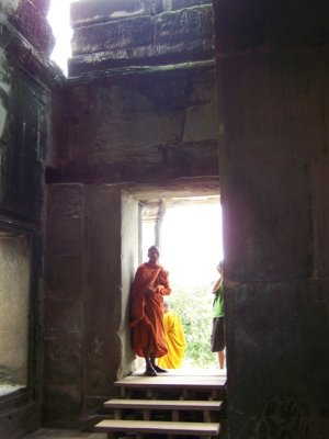 2009-10-12 Monk in Temple