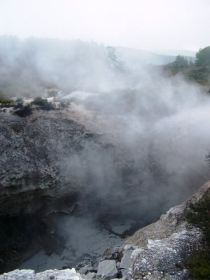 20091104 -  Wai-O-Tapu Thunder Crater