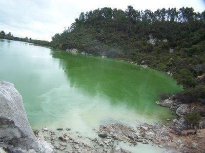 20091105- Wai-O-Tapu Lake Ngakoro