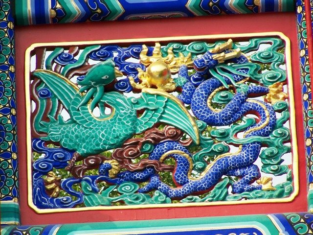 2009-24-09-08 Yonghe Gong Entrance Dragon Closeup