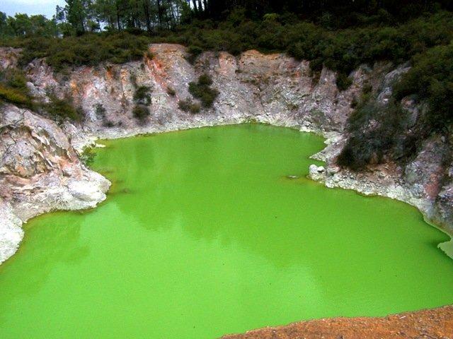 20091105- Wai-O-Tapu Devils bath pond