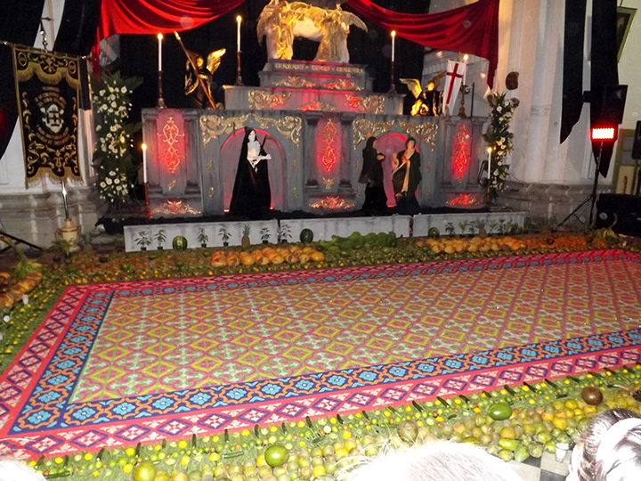 Alfombra at Escuela de Cristo Church