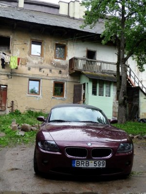 Contrasts in the Uzupis district, Vilnius