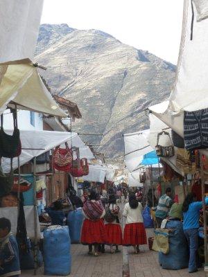Pisaq market