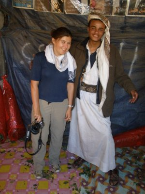 Yemeni local enjoys seeng a western woman