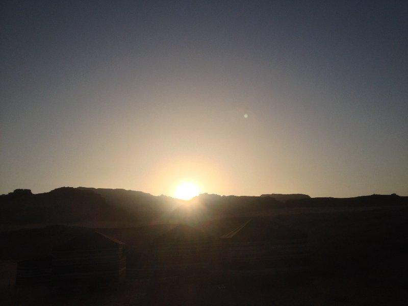 Sunset in Wadi Rum desert - Alba nel deserto di Wadi Rum