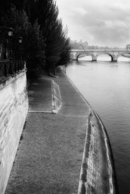 Along the Seine in B&W