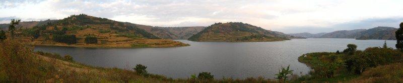 large_lake_Byonyoni.jpg