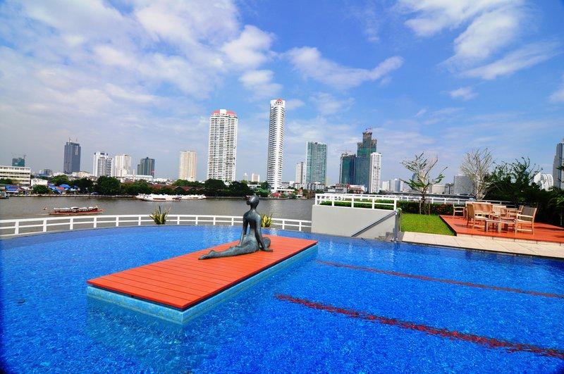 large_Hotel_Pool.jpg