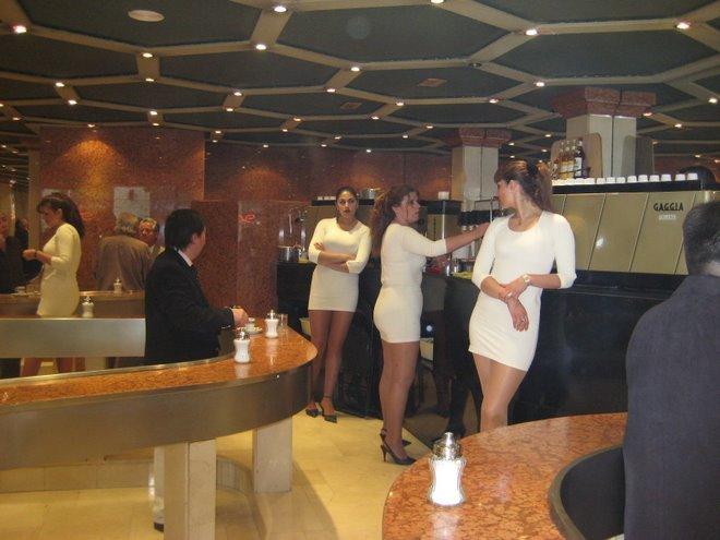 Cafe con Piernas