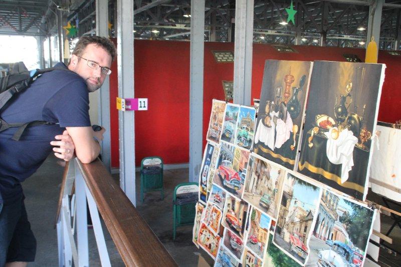 Browsing at El Centro Cultural Antiguos Almacenes de Deposito San José