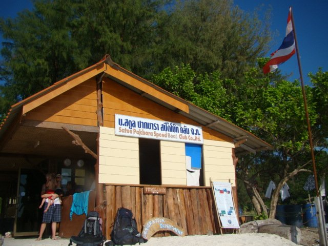 Thai (beachside) immigration