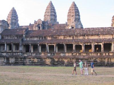 Detras de Angkor Wat