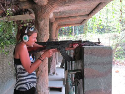 Mire y su AK - 47
