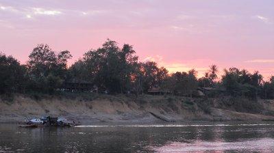 Primer atardecer en Laos