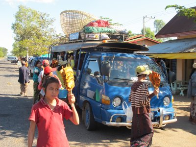 Escenas de paradas en el camino... en los buses locales asiaticos!