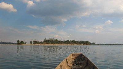 Esta isla es Camboya... puedes ir a tomarte una cerveza Angkor!