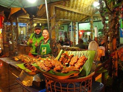 Nuestra cena en Vang Vieng: Barbacoa