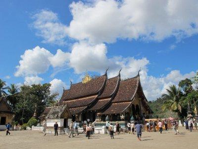Templo y nubes en Luang Prabang