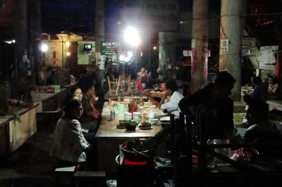 Vendors Eat After Market Closes