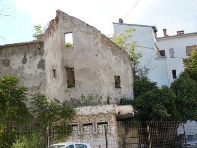 Mostar_bullet_holes.jpg