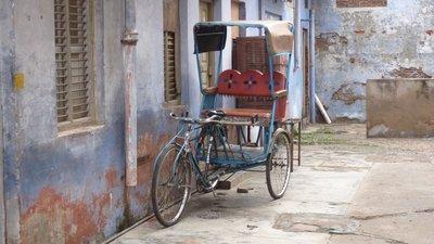 Rickshaw, walking to Taj Mahal, Agra, India
